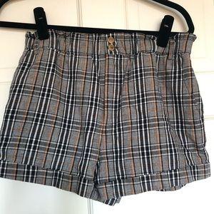 Cute plaid shorts! Cuffed in a black/white/tan